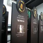 Expositor reciclagem para depósito de cápsulas Nespresso usadas.