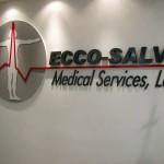 Logotipo em PVC com recorte CNC.