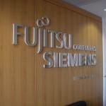 Logotipo Fujitsu Siemens em PVC recortado em CNC com frente inox.