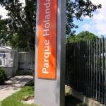 Monólito corporativo, Parque Holanda.