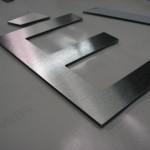 Letras em inox escovado recortado CNC.